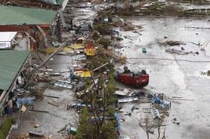 Filipiny: Co najmniej 10 tys. ofiar tajfunu