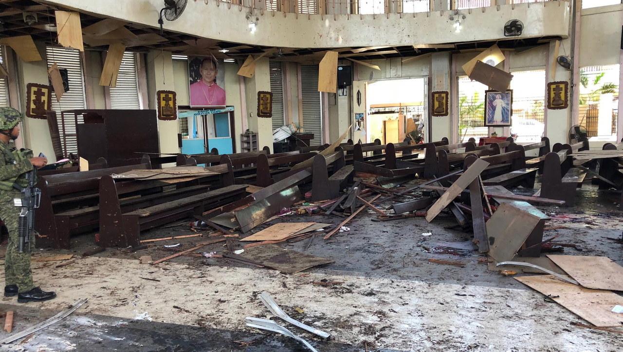 Filipiny: Dwa wybuchy w katolickiej katedrze. Kilkadziesiąt ofiar