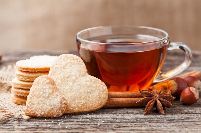 Filiżanka herbaty i ciasteczka nie na wieczór /123RF/PICSEL