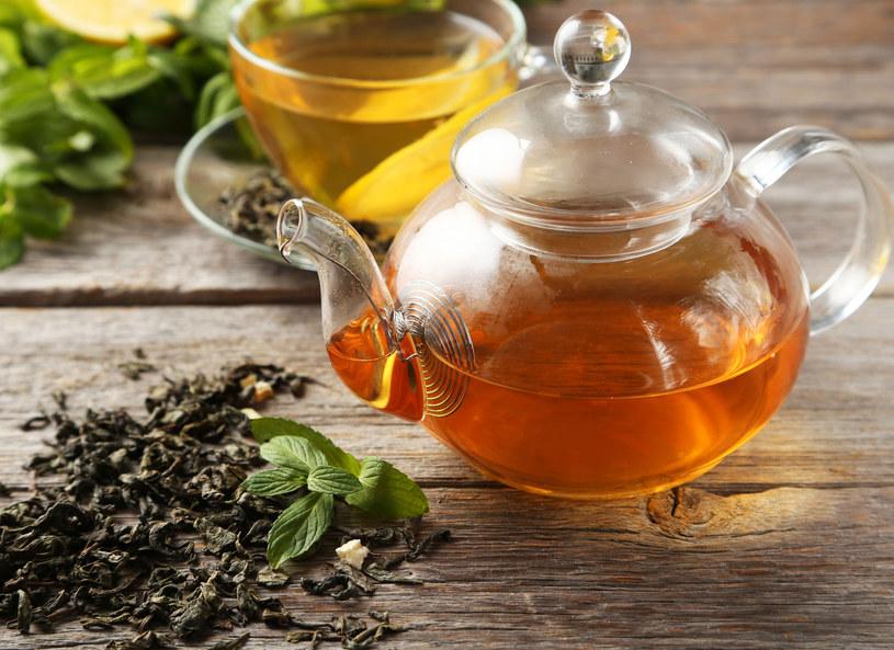 Filiżanka herbaty poprawi trawienie /123RF/PICSEL