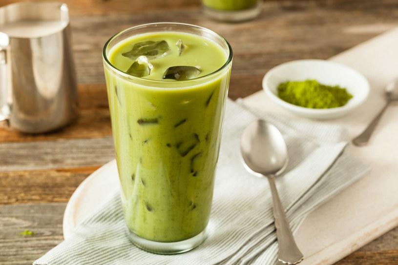 Filiżanka matchy ma aż 137 razy więcej przeciwutleniaczy niż zwykła zielona herbata /123RF/PICSEL
