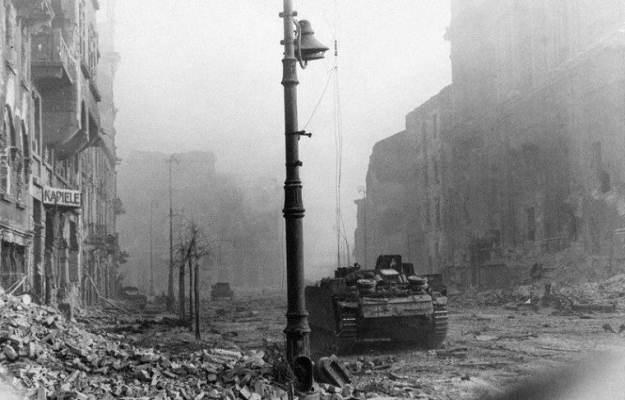Film o Powstaniu Warszawskim w 3D, bez konieczności noszenia okularów /Agencja SE/East News