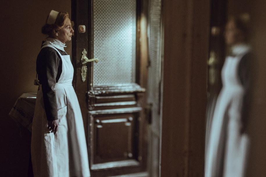 """Film """"Położna"""" opowiada historię Stanisławy Leszczyńskiej, która w nieludzkich warunkach obozu zagłady przyjęła ponad 3 tys. porodów /Krzysztof Mordak /Materiały prasowe"""
