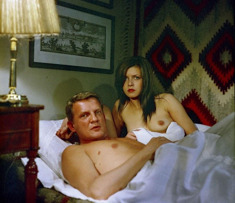 Filmy i seriale przełomu lat 70. i 80. epatowały już seksem /East News