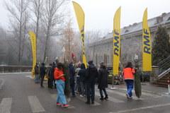 Finał akcji Choinki dla medyków przed szpitalem Żeromskiego w Krakowie