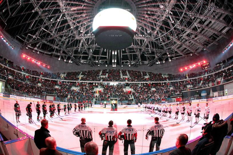 Finał Pucharu Polski miał oprawę godną NHL /Fot. Stanisław Rozpędzik /PAP