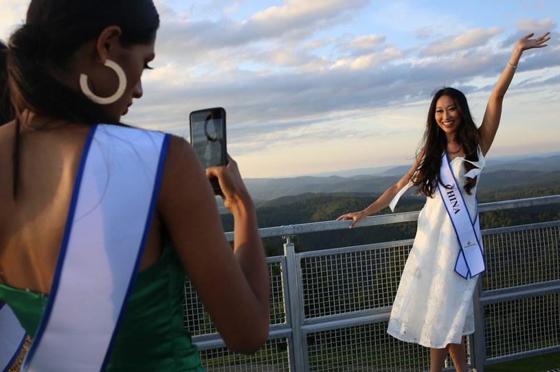 Finalistki konkursu Miss Supranational miały wiele okazji do zrobienia pamiątkowych zdjęć /Nika Bruc /materiał partnera