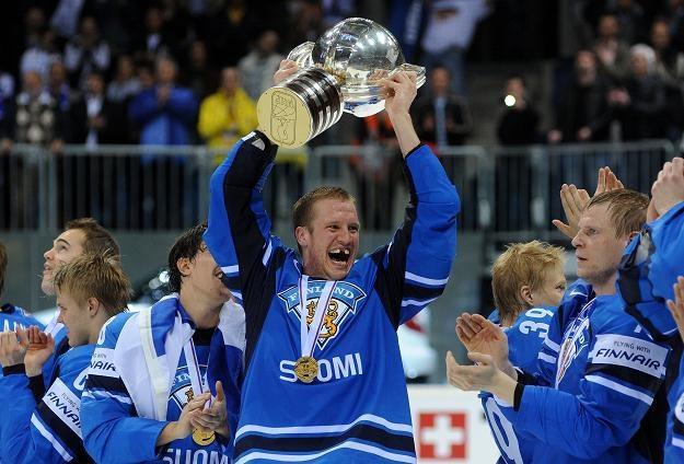 Finowie świętują złoty medal mistrzostw świata /AFP