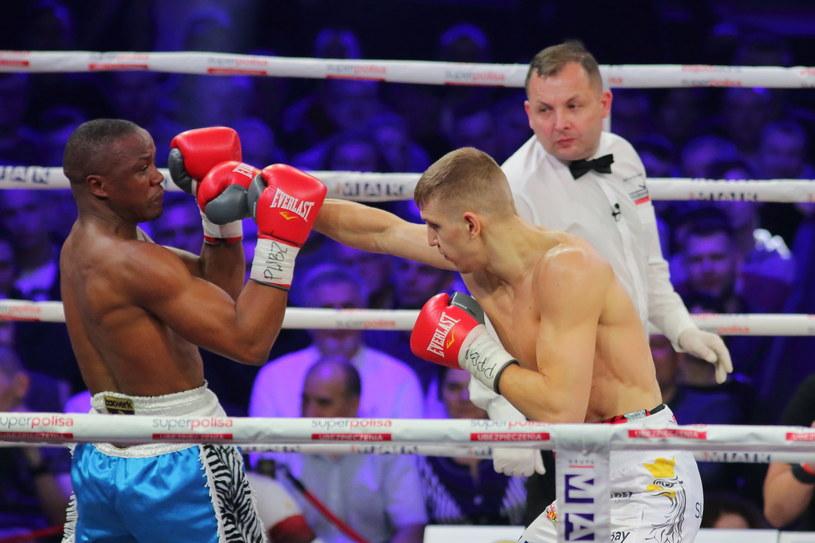 Fiodor Czerkaszyn (z prawej) w pojedynku z Kassim Oumą /Maciej Gilewski /Newspix