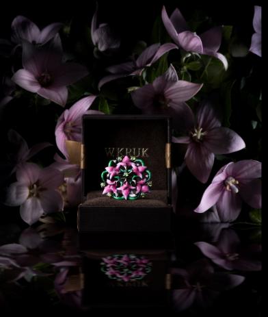 Fioletowe kwiaty pięknie ozdobią każdą stylizację /materiały promocyjne