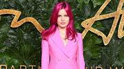 Fiołkowe włosy, róż i czerwona pomadka - urodowy przewodnik na 2019 rok