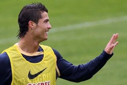 Firma dostarczająca sprzęt sportowy może mieć wpływ na piłkarską przyszłość Cristiano. /AFP