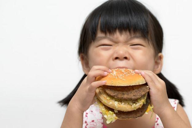 Firma z Szanghaju dostarczała stare mięso do restauracji  McDonald's i KFC w Chinach /©123RF/PICSEL