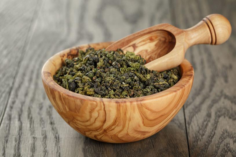 Firmy kosmetyczne chętnie sięgają po zieloną herbatę. Przygotuj z niej domowe maseczki /123RF/PICSEL