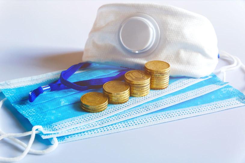 Firmy przekazują miliony złotych na zakup sprzętu szpitalnego, wsparcie szpitali i personelu medycznego. /123RF/PICSEL