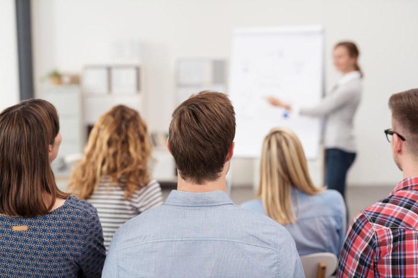 Firmy szkoleniowe stoją na skraju bankructwa /123RF/PICSEL