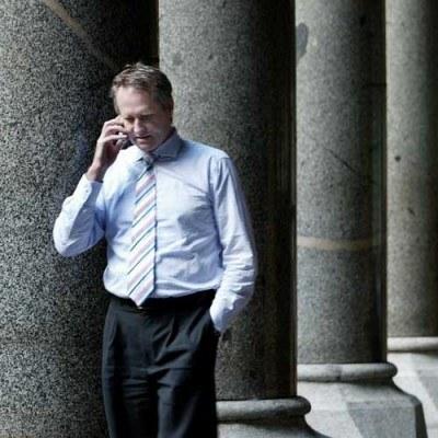 Firmy w kryzysie wolą akumulować gotówkę niż płacić nalezności w terminie /AFP