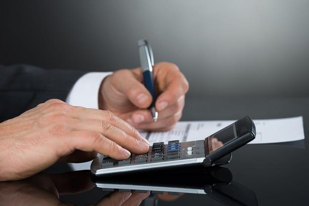 Firmy wciąż zbyt długo czekaja na płatności od kontrahentów /©123RF/PICSEL