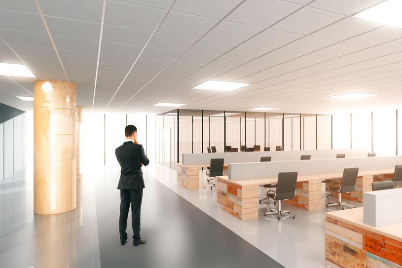 Firmy wracają do biur? /123RF/PICSEL