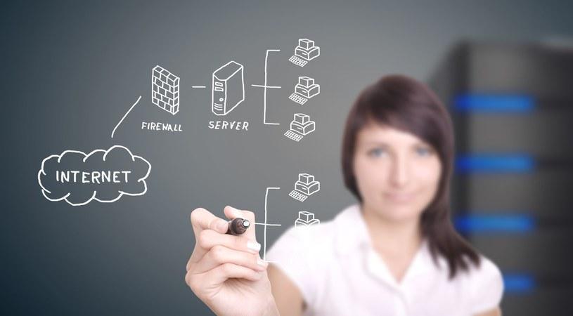 Firmy zgłaszają zapotrzebowanie na kobiety w branżach technicznych /123RF/PICSEL