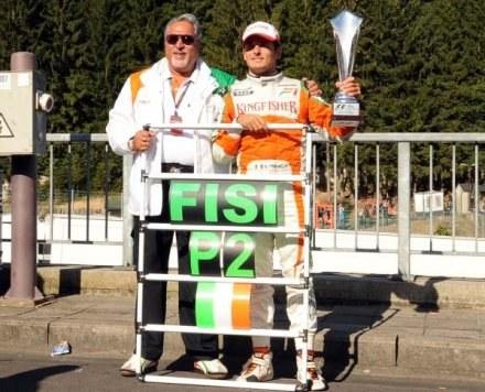 Fisichella i właściciel Force India Vijay Mallya. Razem cieszą się z 2. miejsca w Belgii /AFP