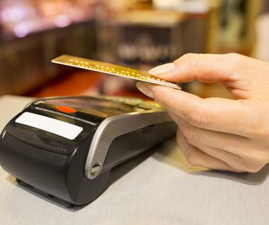 Fiskus chce czuwać nad płatnościami kartą. Kasa online będzie musiała być zintegrowana z terminalem