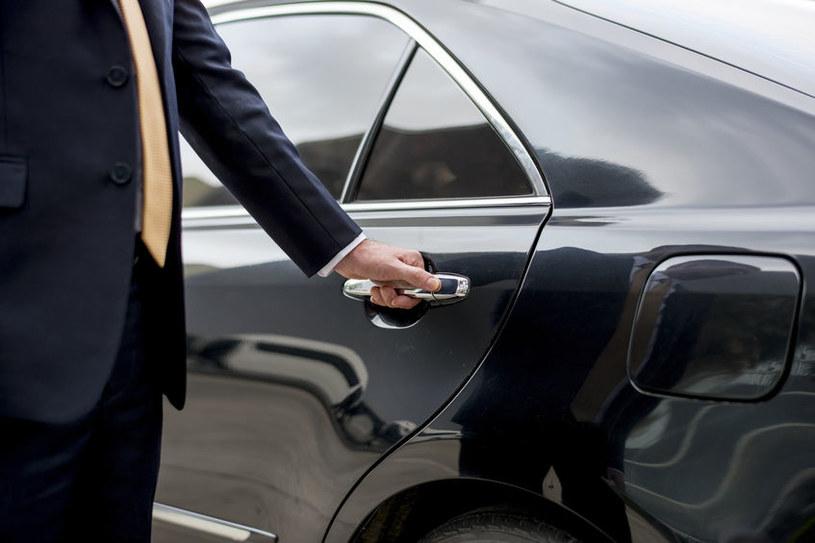 Fiskus nie żałuje pieniędzy na zakup luksusowych aut /123RF/PICSEL