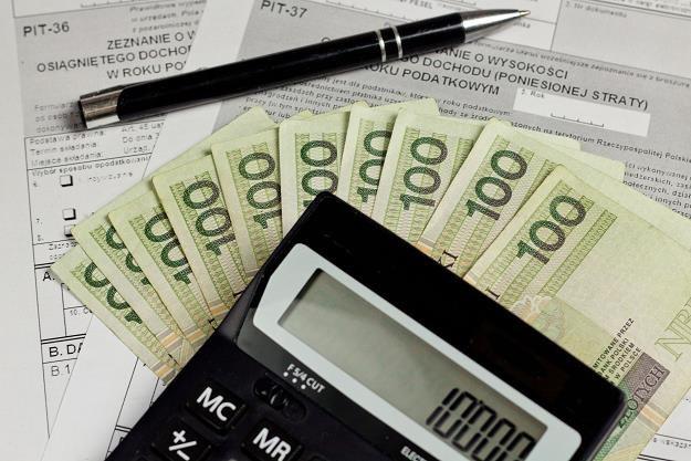 Fiskus sprawdza straty z transakcji sprzedaży samochodów osobowych /©123RF/PICSEL
