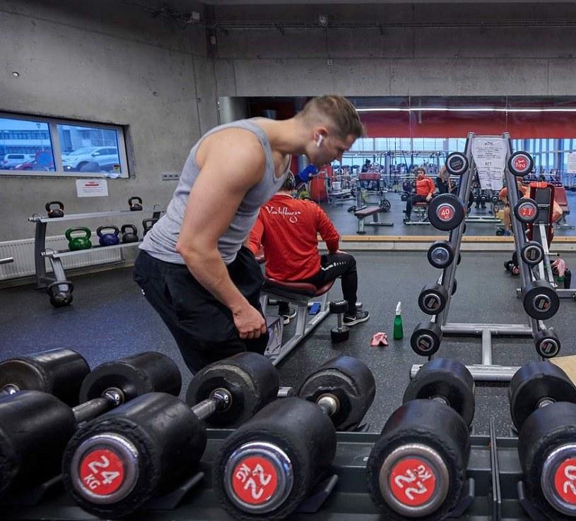 Fitness chce odzyskać formę, ale na razie zaległości rosną... /AFP