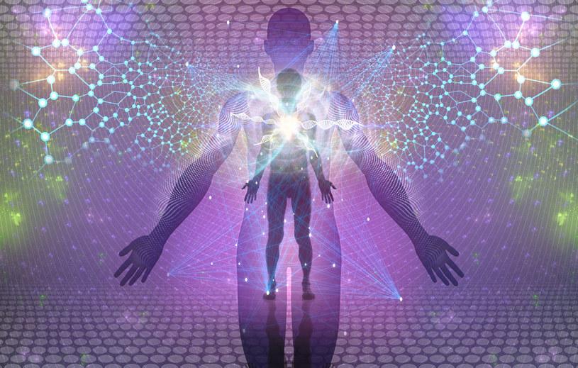 FIzyka, zdaniem Briana Coxa i innych naukowców, wyklucza istnienie duszy /123RF/PICSEL