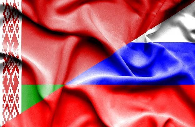 Flaga Białorusi (L) i Rosji (P), (zdj. ilustracyjne) /©123RF/PICSEL