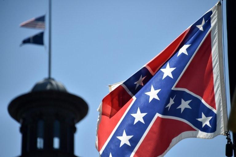 Flaga była symbolem skonfederowanych stanów Południa /AFP