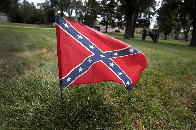Flaga Konfederacji jest przez niektóre władze uznawana na równi ze swastyką /AFP