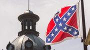 Flaga Konfederacji zdjęta z masztu. Dla wielu Amerykanów to symbol rasizmu i niewolnictwa