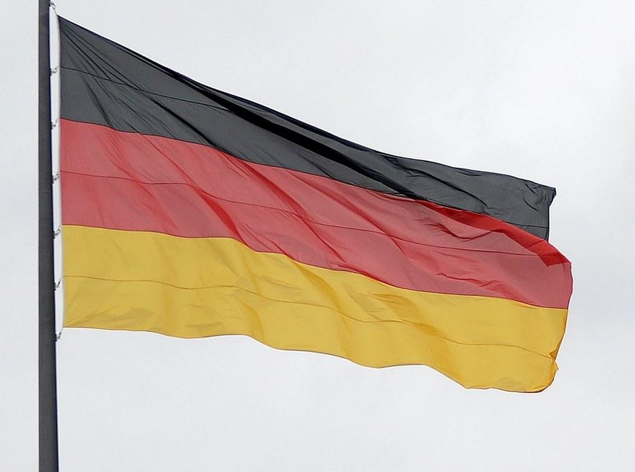 Flaga Niemiec /Darek Delmanowicz /PAP