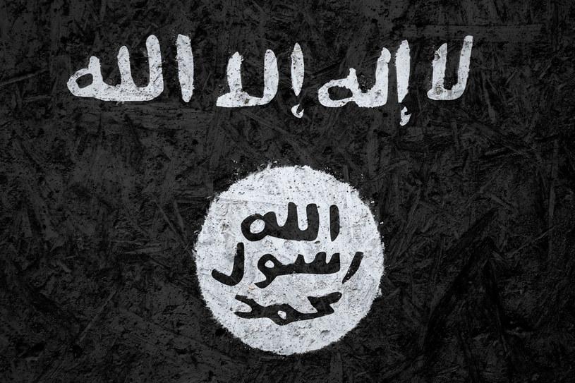 Flaga Państwa Islamskiego /123RF/PICSEL