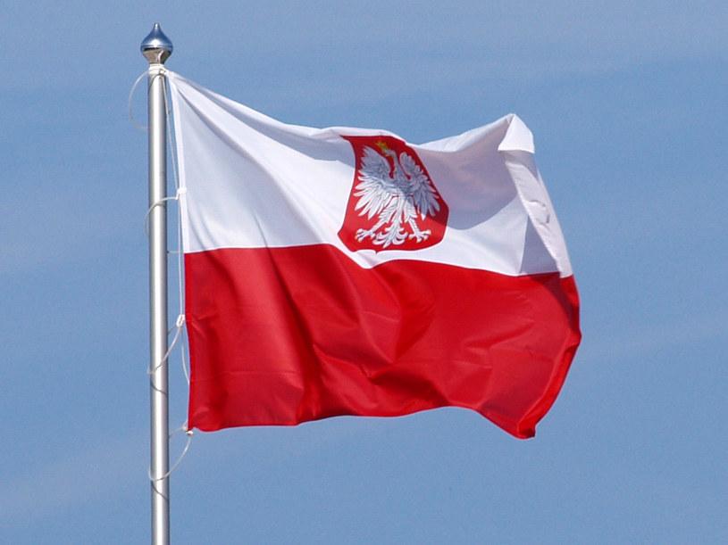 Flaga Polski /pl.wikipedia.org /