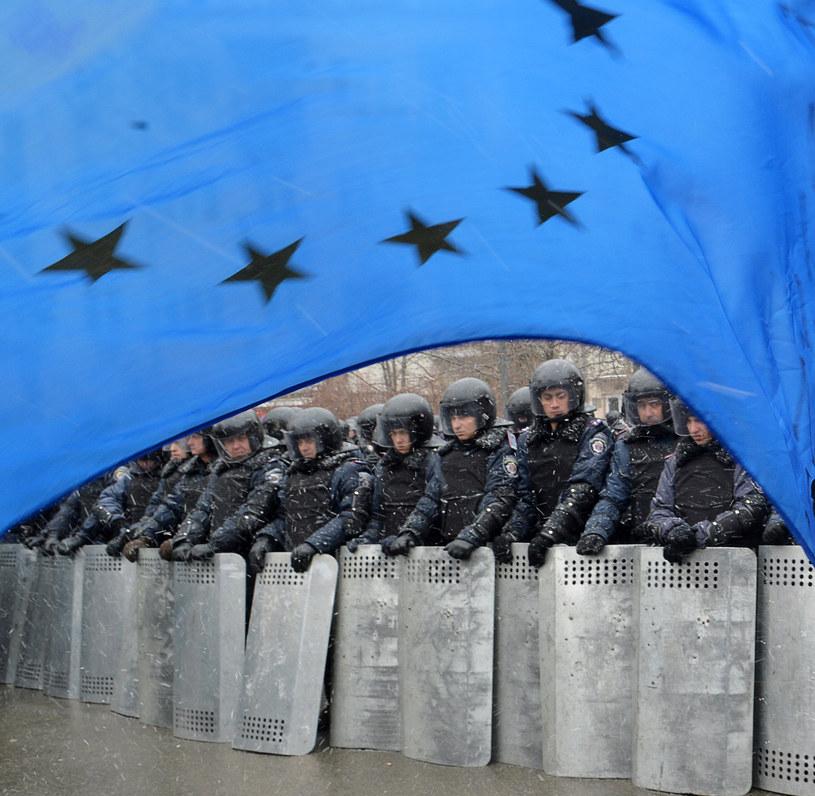 Flaga UE podczas demonstracji w Kijowie /AFP