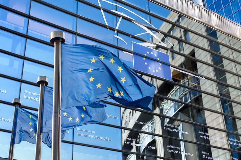 Flaga Unii Europejskiej przed Parlamentem Europejskim; zdj. ilustracyjne /Iaroslav Danylchenko /123RF/PICSEL /123RF/PICSEL