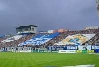 Flagi na stadionie Lecha /Więcej-www.kolejorz.pyry.net