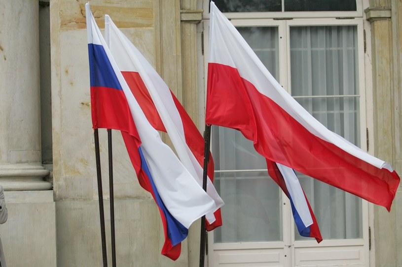 Flagi Polski i Rosji. /PUSTE /East News