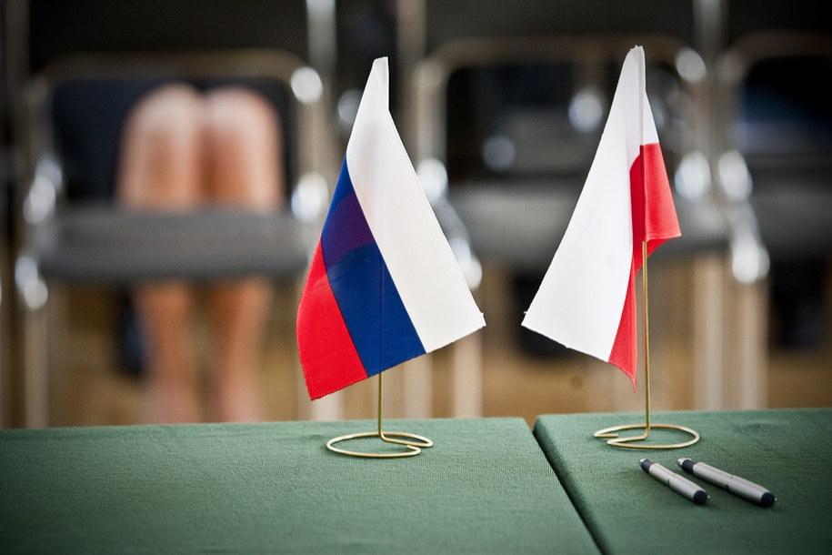 Flagi Polski i Rosji /Wojciech Pacewicz /PAP