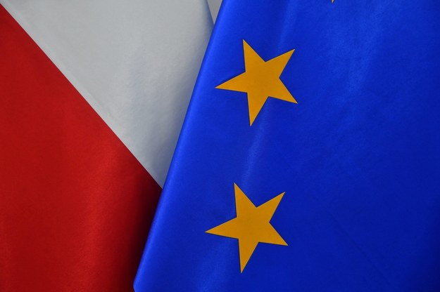Flagi Polski i Unii Europejskiej /Radek  Pietruszka /PAP