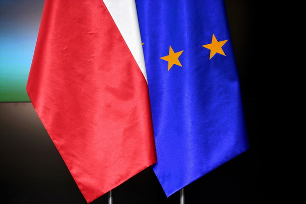 Flagi: Polski i Unii Europejskiej /Darek Delmanowicz /PAP