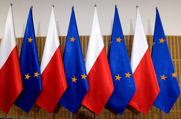 Flagi Polski i Unii Europejskiej /Darek Delmanowicz /PAP