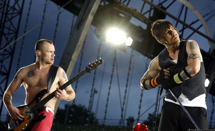 Flea i Kiedis, fot. Joerg Koch /AFP
