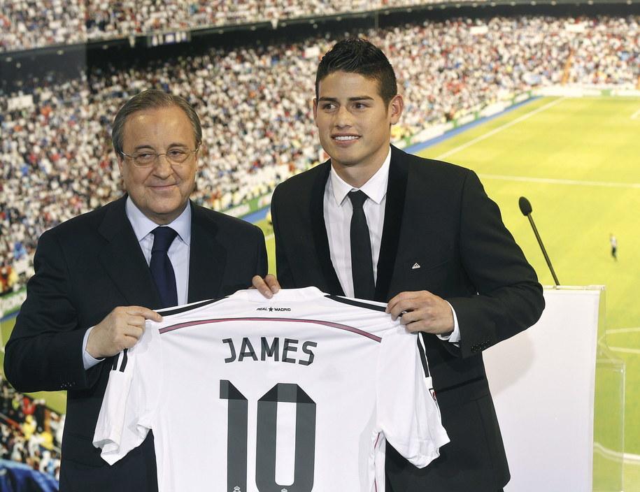 Florentino Perez z nowym nabytkiem za 80 mln euro - Jamesem Rodriguezem /KIKO HUESCA /PAP/EPA