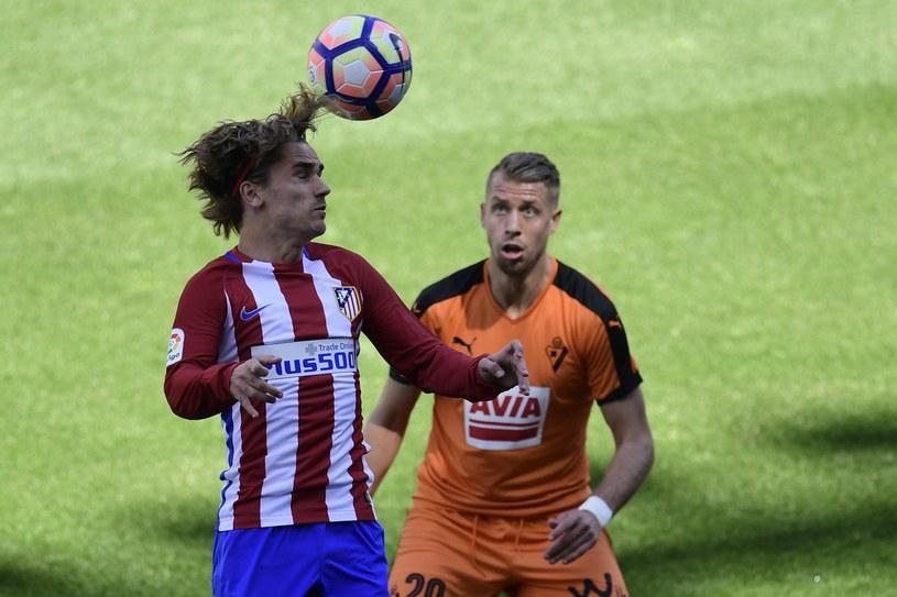 Florian Lejeune (z prawej, obok niego Antoine Griezmann z Atletico), wypromował się w lidze hiszpańskiej. /AFP