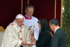 Floribeth Mora Diaz w trakcie mszy kanonizacyjnej