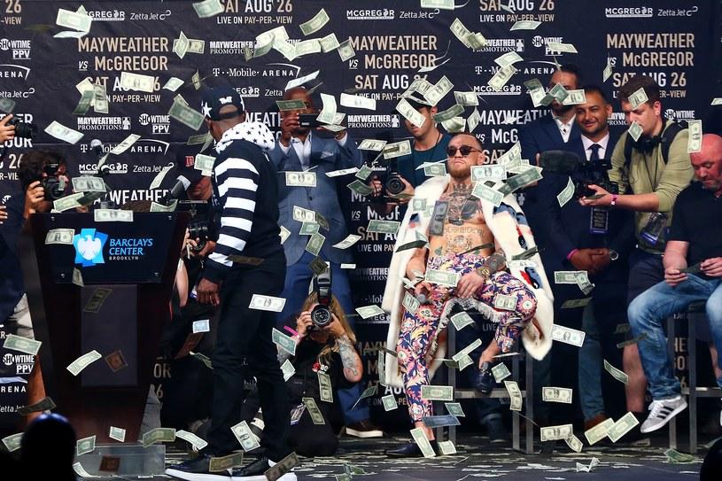 Floyd Mayweather Jr i Conor McGregor wciąż promują swoją walkę /AFP